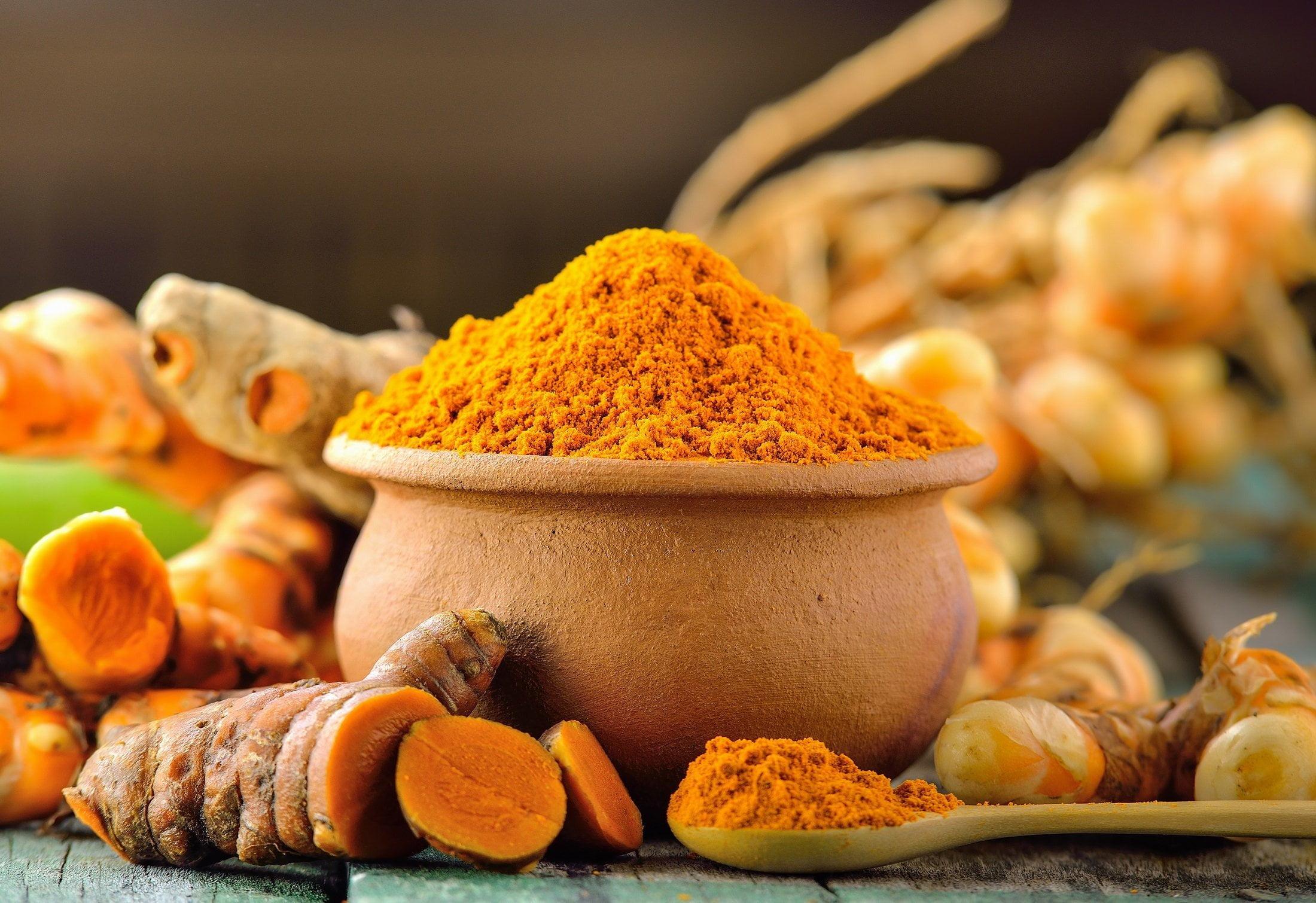 Tinh bột nghệ sở hữu hệ thống chất dinh dưỡng vô cùng đa dạng và lành mạnh như: vitamin E, K, C, canxi,...
